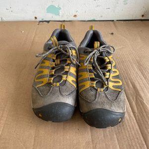 Keen Hiking Shoes (men's size 8.5)